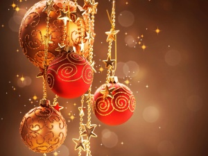 warm-christmas-decor-red-decorative-balls_1920x1440.jpg